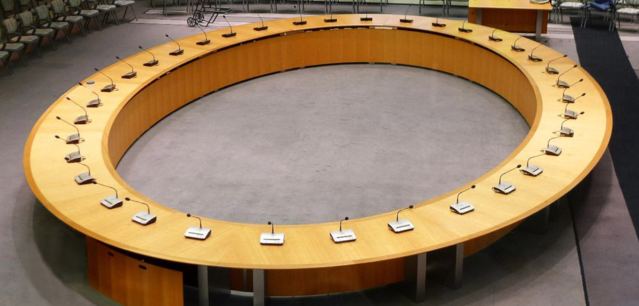 Round Conference Table Guide